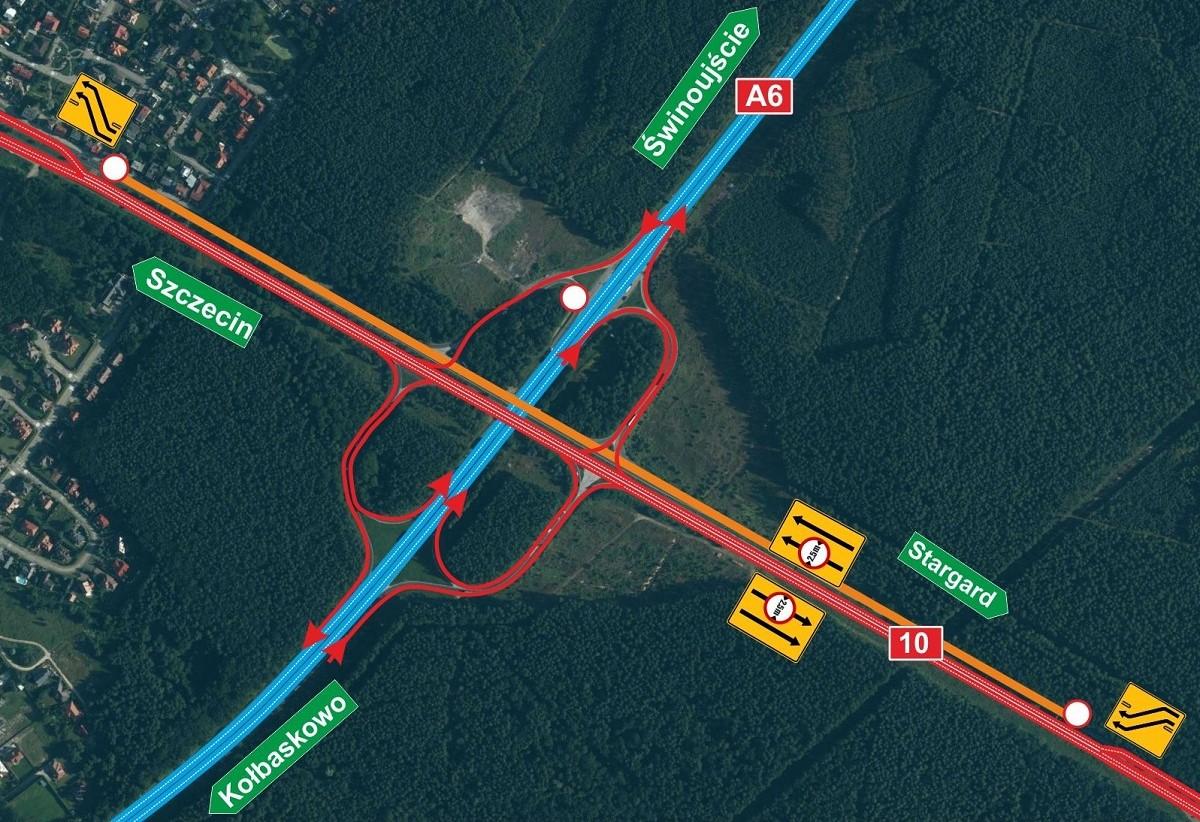Utrudnienia na autostradzie A6. Ruszyła przebudowa nawierzchni na węźle Szczecin Kijewo. Kierowcy nie mogą korzystać z wiaduktu w stronę Szczecina, który zostanie wyburzony, a na jego miejscu zbudowany zostanie nowy. Cały ruch został z tego względu przeniesiony na wiadukt prowadzący w kierunku Stargardu. Wyznaczono tam tymczasowo na jednej jezdni w ciągu drogi krajowej nr 10 cztery pasy – po dwa w każdym kierunku (z czego dwa są zwężone do 2,5 m). Na czas prowadzonych prac zamknięto także łącznice trasy Stargard-Kołbaskowo. Zakończenie robót planowane jest na trzeci kwartał 2020 r. Mapa: gddkia.gov.pl