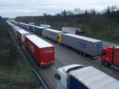 Twardy Brexit coraz realniejszy. Czy na brytyjskich drogach do portów zapanuje chaos?