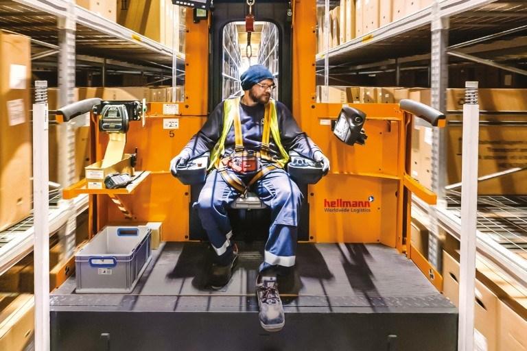 wózek magazynowy z podnoszonym podestem dla operatora