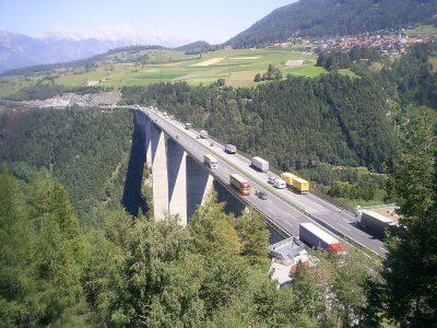 Anti-Tranzitinis paketas. Kai kurie sunkvežimiai negalės važiuoti per Tirolį