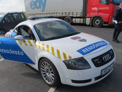 Háromszázmillió forintos szállítmányozási csalás: kamionokat béreltettek az áldozatokkal, hamis személyi okmányokkal vezettek a sofőrök