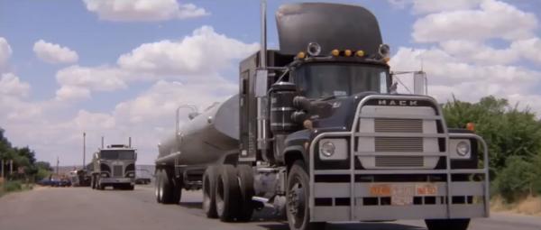 """Historia truckera """"Gumowego Kaczora"""" podbiła serca wielu widzów. Minęło 40 lat od premiery kultowego"""