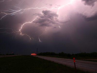 Załamanie pogody w Polsce. Silne wichury utrudnią jazdę