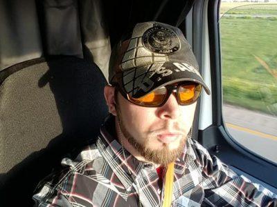 Era un sin hogar, se convirtió en un camionero. Ahora quiere inspirar a otros conductores