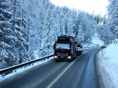 Декабрьские запреты движения для грузовиков. Проверьте, где и когда можно ожидать ограничений
