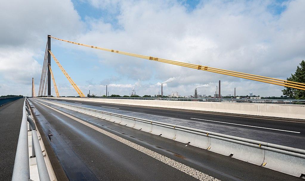 Most na Renie pod Duisburgiem z zakazem dla ciężkich pojazdów ciężarowych
