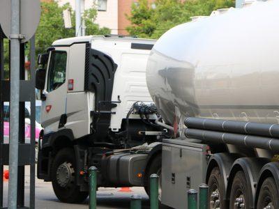 Nadrenia Północna-Westfalia zawiesiła niedzielny i świąteczny zakaz ruchu dla cystern z paliwem