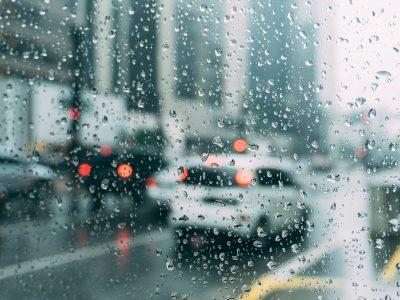 Belgiumban automatikusan büntetés jár a teherautóvezetőknek, ha esőben előznek