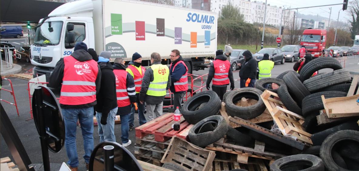 Protestai Prancūzijoje jau pasibaigė, tačiau rytoj, lapkričio mėn. 23 d., Paryžiuje protestų dalyviai surengė didelę manifestaciją. Galimi eismo sutrikimai (Twitter/marxistJorge nuotr.).