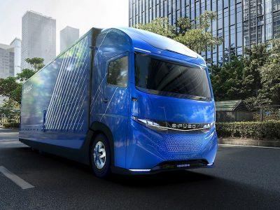 Autonominiai sunkvežimiai – atsakymas į transporto sektoriaus problemas? Taip teigia daugiau kaip trys ketvirtadaliai vežėjų iš viso pasaulio