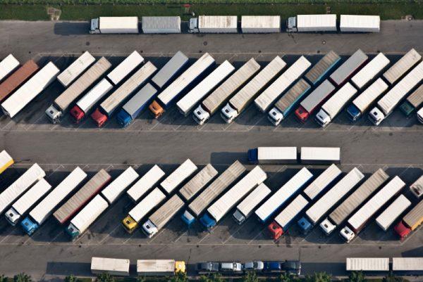 Raport: Restricțiile de trafic aplicabile camioanelor sunt dăunătoare mediului