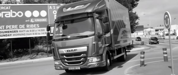 Kolejny wzruszający film o branży transportowej. Tak producent ciężarówek wyraża wdzięczność wszystk