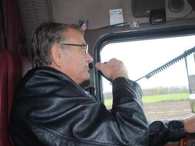 Больной раком дальнобойщик исполнил свое последнее желание. Он возглавил колонну 61 грузовиков