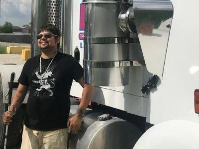 Trucker who lost his sight keeps working in the transport industry. Disability does not stop him from realizing his dreams