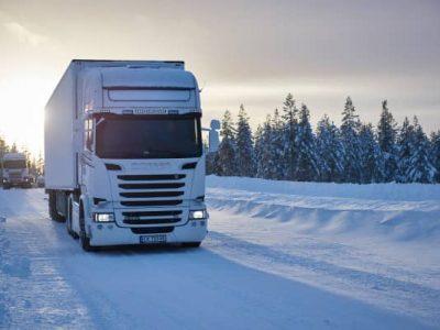 Cele mai eficiente metode pentru a înlătura zăpada de pe remorcă