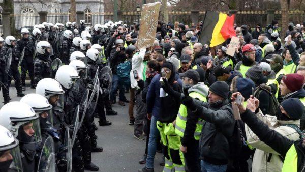 "Protestele ""Vestelor Galbene"" din Franța se extind în Belgia și Olanda"