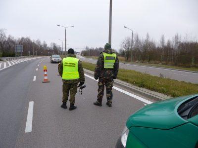 Transporto priemonių kontrolės sienoje su Lenkija. Lietuvos pasieniečiai stebėjo, kaip dirba lenkai