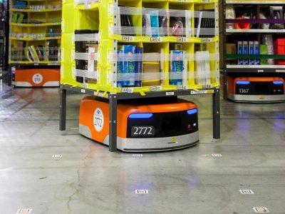 Beveik pusę darbų sandėliuose perims robotai. Per 10 metų darbuotojų skaičius gali sumažėti