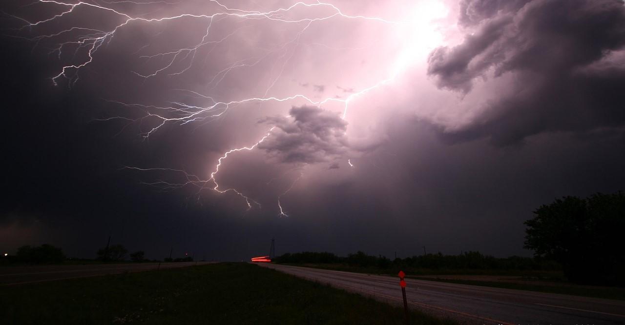 Od 1 stycznia zakaz jazdy w złych warunkach atmosferycznych. Holandia doprecyzowuje przepisy