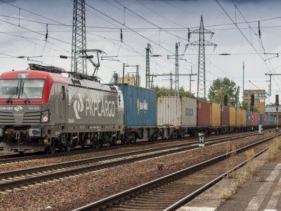 Polskie pociągi towarowe z rekordowymi opóźnieniami. Jaki jest powód?