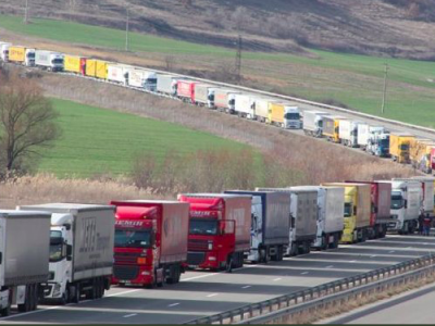 Протесты испанских перевозчиков. Речь идет о перенаправлении движения на платные автомагистрали