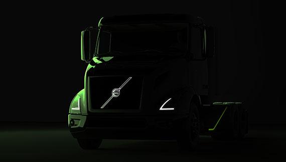 """""""Volvo Trucks"""" paskelbė nuotrauką skelbiančią naujo sunkvežimio premjerą. Nuotraukoje matoma paslaptinga transporto priemonė tai """"VNR Electric"""" modelis. Kaip rodo pavadinimas, sunkvežimyje bus įrengta visiškai elektrinė pavara. Todėl, remiantis kūrėjų pranešimais, ši transporto priemonė bus ideali miesto transportui. Kol kas nėra informacijos apie šio modelio techninius duomenis. Daugiau informacijos Volvo pristatys per oficialią premjerą, kuri įvyks kitais metais. 2020 m. sunkvežimis bus parduodamas Šiaurės Amerikoje. Nuot. volvotrucks.us"""