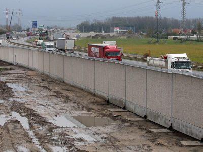 Autoritățile franceze iau măsuri: Un zid va fi construit în zona parcării de camioane din Calais
