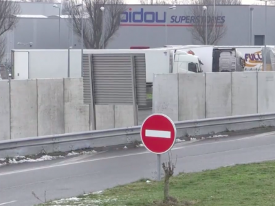 Wysoki mur otoczy parking ciężarówek w Calais. Francuzi wreszcie robią coś, by poprawić bezpieczeństwo