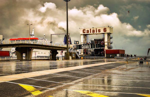 Kolejki ciężarówek w portach w Calais i Dunkierce. Francuscy celnicy nadal protestują