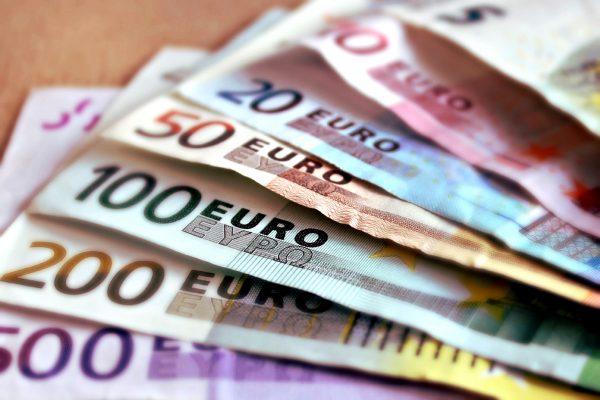 Akár 30.000 eurónyi büntetés a fuvarozás kifizetés késedelméért. Új jogszabály kizárólag a fuvarozás