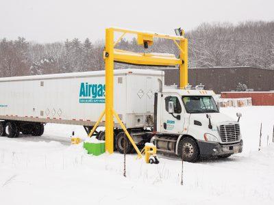 Sniego šalinimas nuo puspriekabės neturi būti sudėtingas. Susipažinkite su vairuotojų darbą palengvinančiomis sistemomis