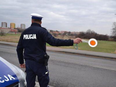 """Visoje Lenkijoje prasidėjo policijos akcija """"Telefonas"""" – kelių policija gaudo vairuotojus, kurie kalba telefonu"""