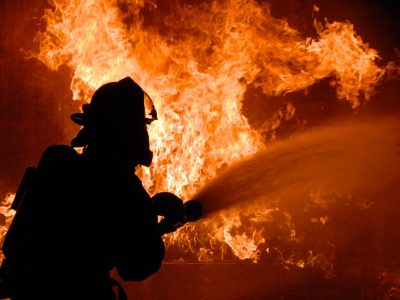 В Кале все еще опасно. Иммигранты подожгли грузовик и избили водителя
