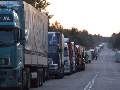 Transportatorii olandezi protestează miercuri pe A16, la frontiera cu Belgia