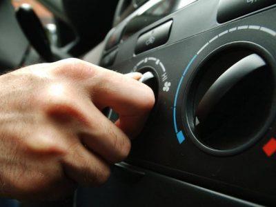 """ADAC îi sfătuiește pe șoferi să folosească aerul condiționat comutat pe """"rece"""" și în timpul iernii"""
