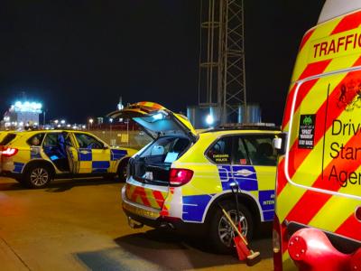 Nuobaudos už užuolaidas sunkvežimių languose. Ar Didžiojoje Britanijoje vyksta vairuotojų mėdžioklė?