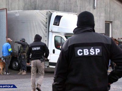 Большой налет на банду грабителей грузовиков. Полицейские задержали подозреваемых и вернули часть товара