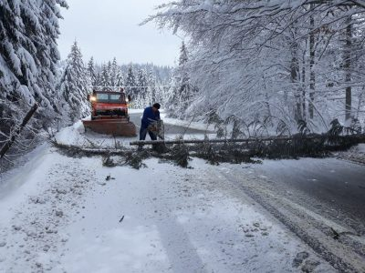 În România se circulă în condiții de iarnă. Iată care sunt drumurile închise și cele cu restricții de tonaj