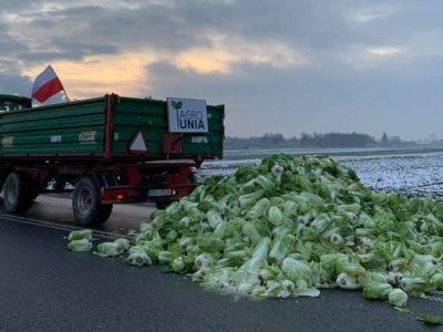 Rolnicy wyszli na drogi. Możliwe blokady w kilku województwach