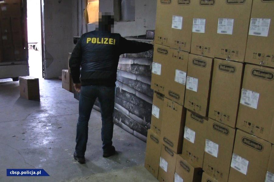 towary skradzione z ciężarówek odzyskane w akcji policji