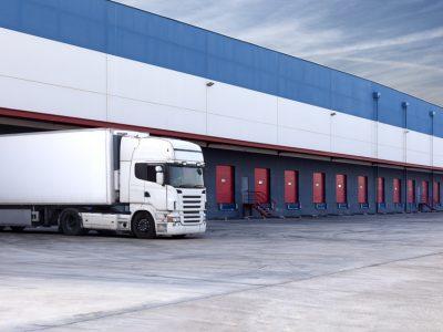 Skirtinga vežėjo atsakomybė: transporto priemonės nepateikimas į pasikrovimo vietą / vėlavimas pristatyti krovinį