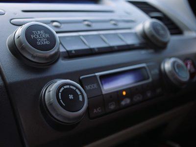 Straż Pożarna będzie ostrzegać kierowców przez nowy system. Wykorzysta radioodbiorniki w samochodach
