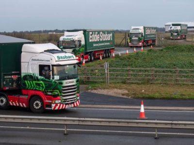 """""""Repetiții"""" pentru Brexit: Autoritățile britanice au testat un scenariu de trafic la Kent, cu 89 de camioane Stobart"""