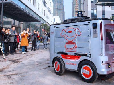 Logistica 4.0: Roboții-curier din China livrează până la 2 mii de colete pe zi