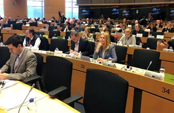 Wynik głosowania w Komisji Transportu ws. Pakietu Mobilności nie jest sukcesem. Cofa transport w UE