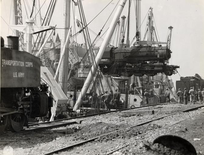 Pierwsza lokomotywa dostarczona z USA do Francji w sierpniu 1944 roku.