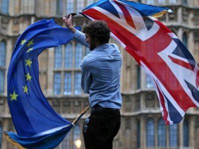 Efectul Brexit: Producătorii auto părăsesc Marea Britanie, lăsând zeci de mii de persoane fără loc de muncă