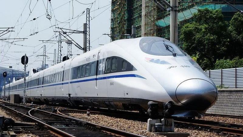 Chinezii construiesc cea mai lungă cale ferată din țară