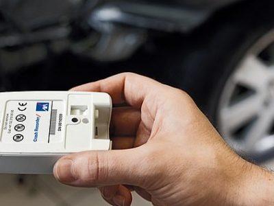 """""""Juodosios dėžės"""", pažangūs tempomatai ir eismo juostos laikymosi kontrolės sistema. Tai nauja, Europarlamentarų patvirtinta automobilių įranga"""