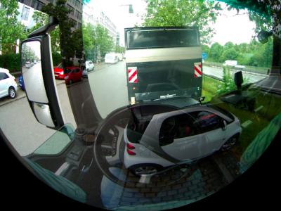 """VR szemüveg, amellyel a kabin """"átlátszóvá"""" válik. Nincs több holttér."""